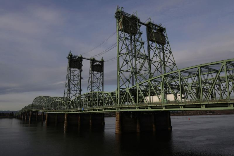 I-5 bridge bill signed by governor